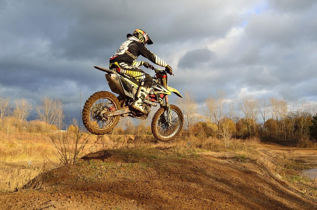 dirt-bike-209489_1280 (1)